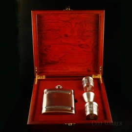 Whiskey Flask & Dram Set in Wooden Box